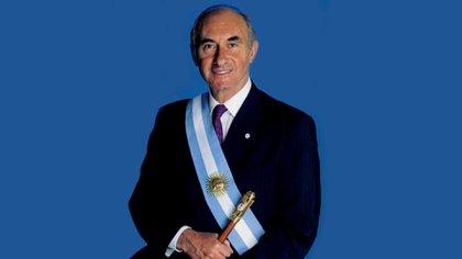 Fernando de la Rúa, presidente de la Nación. Asumió el 10 de diciembre de 1999, renunció dos años más tarde en medio de una profunda crisis política y económica. (Wikipedia)