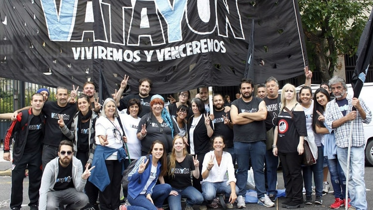 Vatayón Militante tenía cerca de cincuenta miembros activos en la agrupación. Las licencias ortográficas en el nombre homenajeaban al símbolo de la victoria