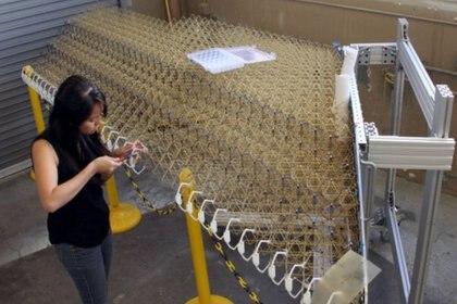 La ala está hecha de forma artesanal, pero se planea que se pueda hacer con tecnología robótica para industrializarlo (Foto: Twitter/alaimiranda)