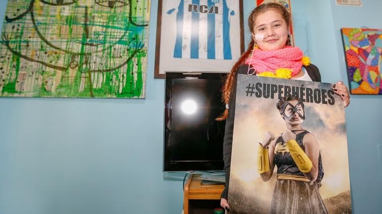 Uno de los momentos más emotivos: Victoria recibió su cuadro de su foto como un superhéroe