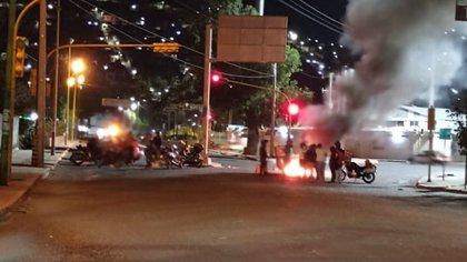 Un grupo de repartidores realizó protestas en el lugar del accidente (Foto: @AllOaxaca)