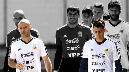Cristian Pavón le habría pegado a Javier Mascherano, según Ricardo Caruso Lombardi (AFP)
