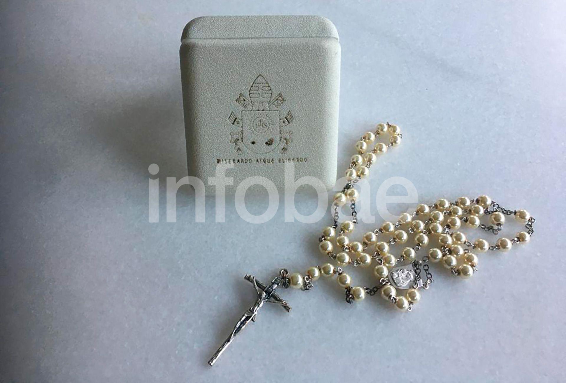 Rosario de perlas Isabel Peron