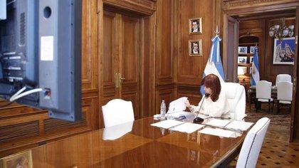 Cristina Kirchner participa en una audiencia en la causa por dólar futuro