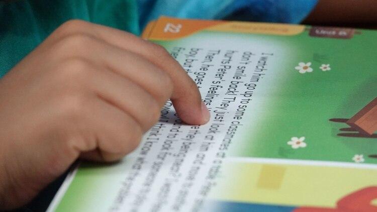 Las clases en televisión, internet y radio se basarán en los libros de texto de la SEP. (Foto: Cuartoscuro)