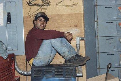 En sus primeros años en los Estados Unidos, Alfredo trabajó como campesino cosechando tomates y más tarde, como operario en la reparación de maquinaria. Mientras tanto, seguí estudiando (Gentileza clínica Mayo)