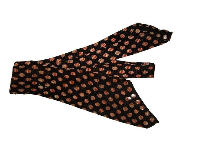 Corbata utilizada por Carlos Gardel (Circa 1930). Fue retratado en varias oportunidades con esta corbata y la utilizó durante la filmación del corto