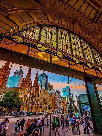 Vibrante e imponente, Melbourne recibe a decenas de turistas a diario(@Visitmelbourne)