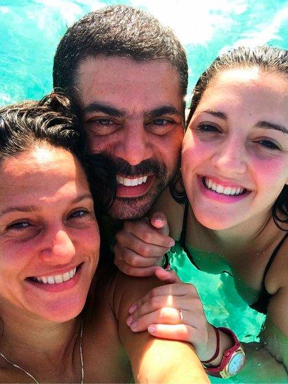 Valeria junto a Guillermo Filmus y Jana (Foto: Instagram)