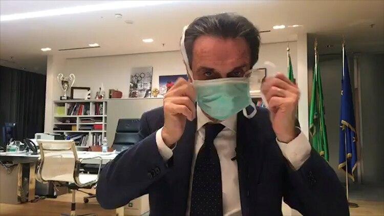 El Gobernador de Lombardía, Attilio Fontana, de la ultraderechista Liga (Facebook Live/REUTERS TV via REUTERS)