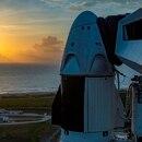 Fotografía cedida el pasado 24 de mayo por la empresa SpaceX en la que se registró la cápsula Dragon Crew acoplada en lo alto del cohete Falcon 9, que transportará a los astronautas Doug Hurley y Bob Behnken de la NASA, en la plataforma 39A del Centro Espacial Kennedy, en Cabo Cañaveral (Florida, EE.UU.). EFE/SpaceX