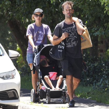 Family day. Natalie Portman enjoyed a sunny and hot day on the beaches of Sydney, Australia, along with her husband, Benjamin Millepied, and their daughter Amalia (Photos: Grosby Group / KHAPGG)