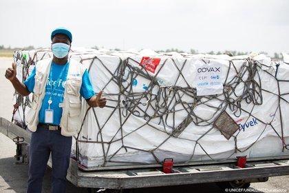 26/02/2021 Costa de Marfil recibe las primeras vacunas contra la COVID-19 bajo el mecanismo COVAX. POLITICA ESPAÑA EUROPA MADRID INTERNACIONAL TWITTER @UNICEF