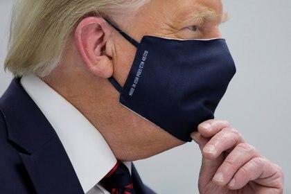El presidente de Estados Unidos, Donald Trump, usando una mascarilla