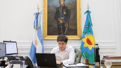 El gobernador de Buenos Aires, Axel Kicillof, en su oficina en la Casa de Gobierno en La Plata