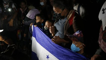 En la caravana viajan familias enteras, con decenas de niños. (AP/Delmer Martinez)