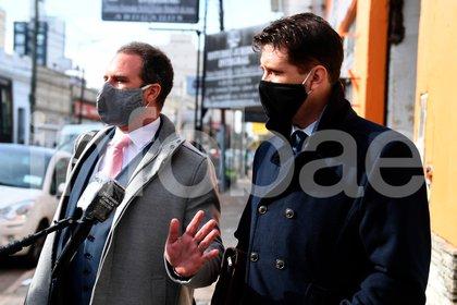 Alan Ruiz, junto a su abogado al llegar a los tribunales de Lomas de Zamora (Maximiliano Luna)