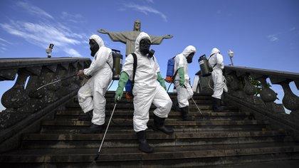 En Río de Janeiro reabrió el Cristo Redentor a pesar de los 107.000 muertos que hay en el país. (Photo by Mauro PIMENTEL / AFP)