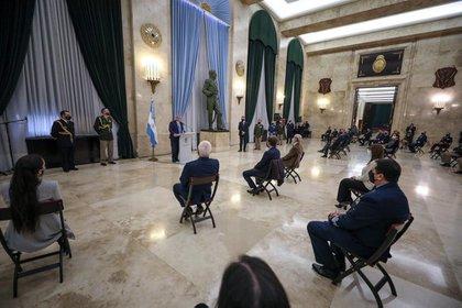 El Presidente habló ante un auditorio de casi 50 personas entre civiles y militares