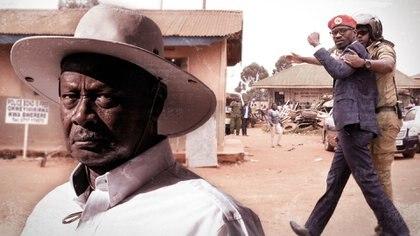 A la izquierda, el presidente Yoweri Museveni. A la derecha, el líder opositor Bobi Wine siendo detenido tras una protestas opositora