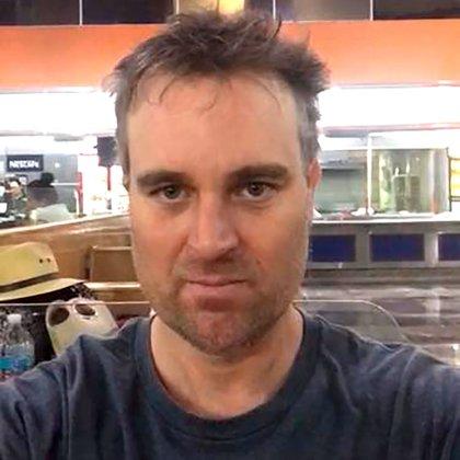 Mark Mills es australiano, según denuncia la madre del pequeño Rafael, el hombre lo secuestró y lo sacó del país ilegalmente