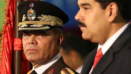 El general Vladimir Padrino junto al dictador Nicolás Maduro (AP)