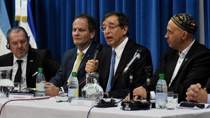 Mario Montoto, Ilán Sztulman, Seth Siegel, rabino Sergio Bergman