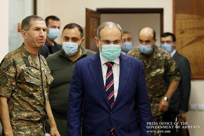 El Primer Ministro de Armenia, Nikol Pashinyan, se reúne con los dirigentes militares del país tras los enfrentamientos con las fuerzas armadas azerbaiyanas por la región separatista de Nagorno-Karabaj en Ereván (Reuters)