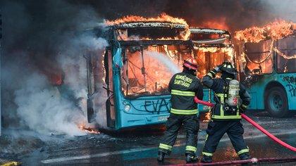 Las protestas en Chile se radicalizaron y causaron fuertes disturbios, sobre todo en la capital (AFP)
