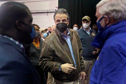 El gobernador de Nueva York, además enfrenta acusaciones de encubrir muertes en asilos de ancianos a causa de Coronavirus, con el propósito de evitar una investigación federal. Seth Wenig/Pool via REUTERS