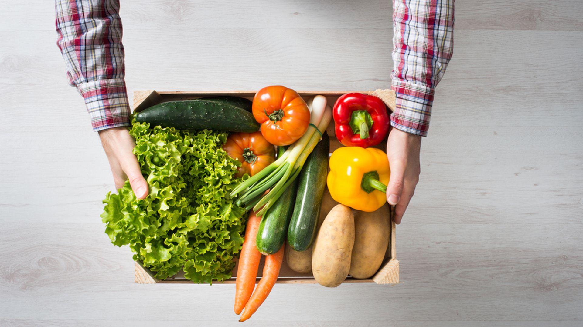 """Hace un tiempo surgió un movimiento que dio en llamarse """"realfooding"""", que es precisamente un estilo de vida basado en comer comida real y evitar los ultraprocesados (Shutterstock)"""