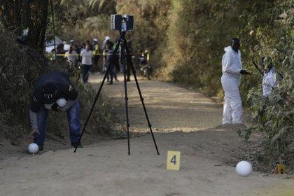 Imagen de labores forenses, en el departamento del Cauca (Colombia). EFE/Ernesto Guzmán Jr./Archivo