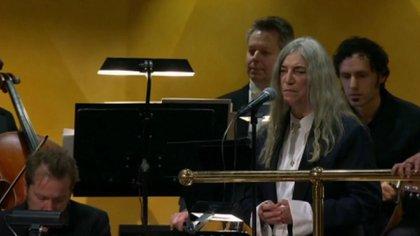 Patti cantó un tema de Bob Dylan en la ceremonia del Nobel a la que el músico no asistió. (AP)