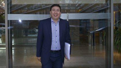 Daniel Arroyo al salir hoy de las oficinas de Puerto Madero (Fotos Gustavo Gavotti)