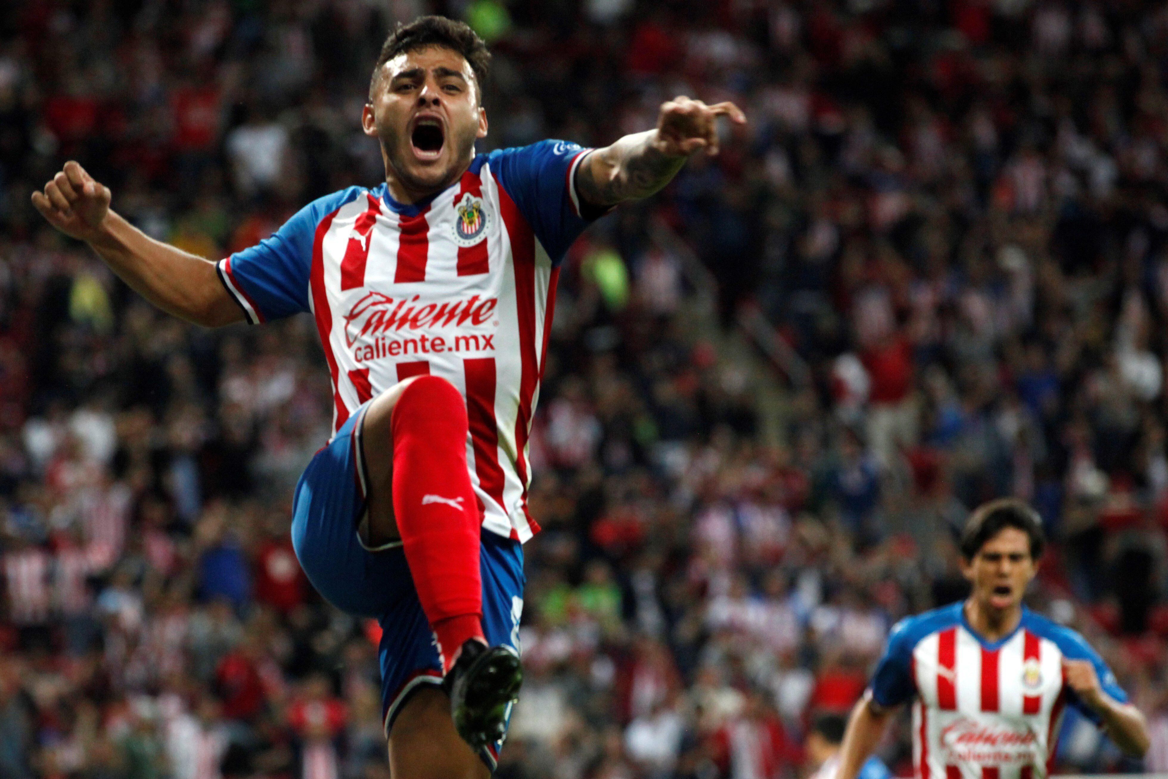 En la imagen, el jugador Alexis Vega, de Chivas de Guadalajara. EFE/Francisco Guasco/Archivo