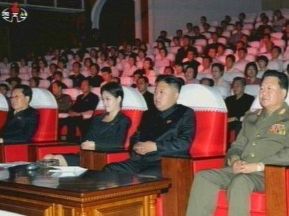 El dictador Kim Jong-un, junto a su esposa Ri Sol-ju (AP)