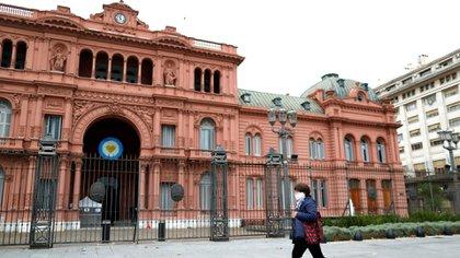 Vista de la Casa Rosada durante la cuarentena en plena pandemia (Reuters)