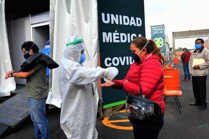 La aplicación de pruebas, de acuerdo con el planteamiento del estudio elaborado por el Senado, permitiría conocer cuál es la situación de México ante la pandemia (Foto:  EFE/ Jorge Núñez)