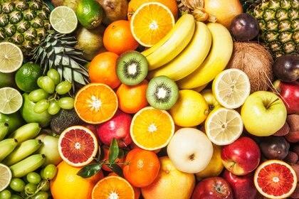 Consumir alimentos coloridos y variados ayuda al organismo a mantenerse saludable (Getty)