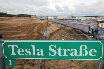 Image of the initial stage of construction of the Tesla megafactory in Gruenheide, near Berlin REUTERS / Hannibal Ganschke / File Photo