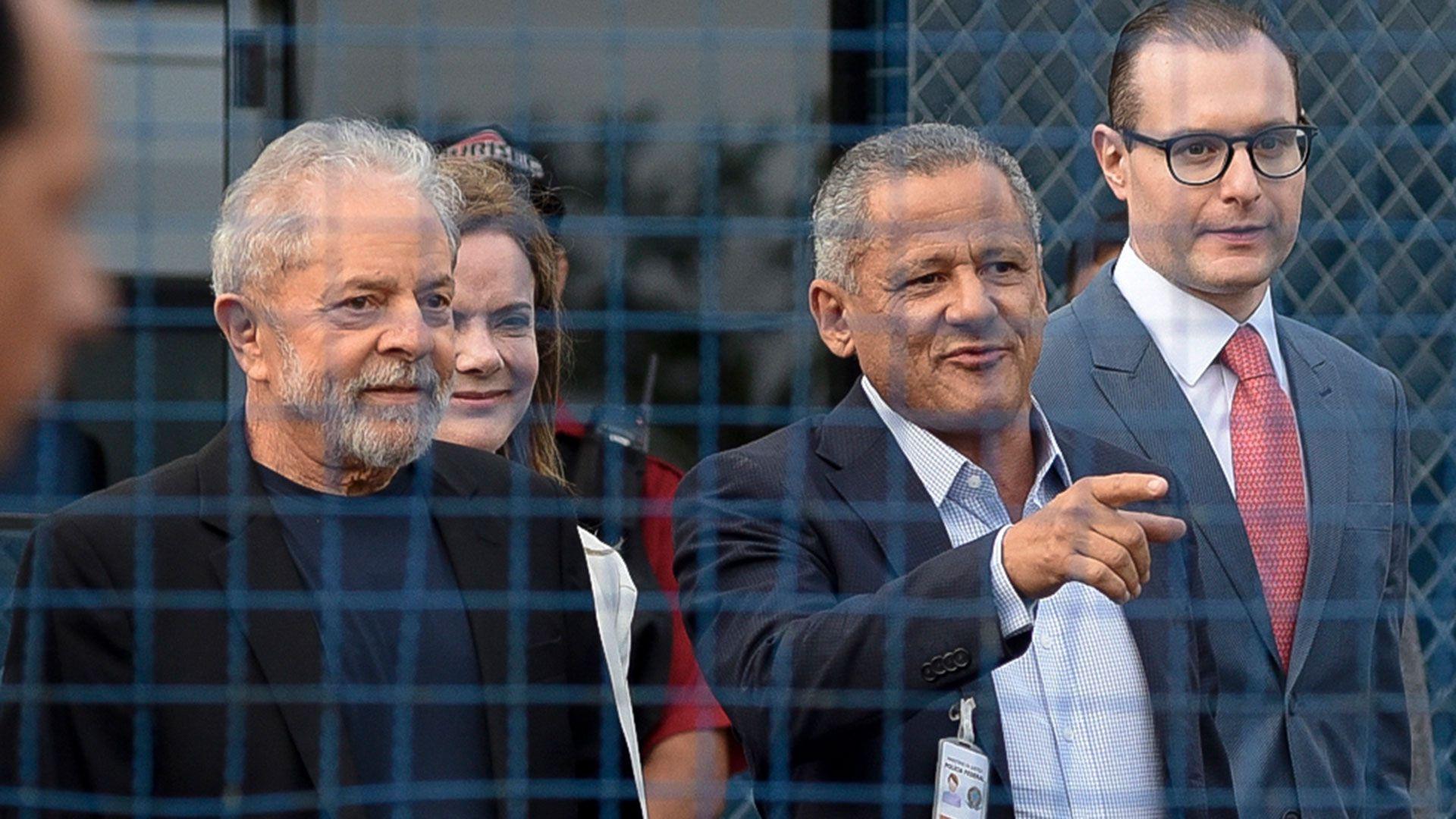 Lula da Silva saliendo de prisión (AFP)