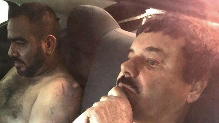 El capo el día de su última captura, acompañado de su jefe de seguridad. (Foto: Archivo)