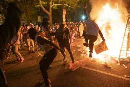 Manifestantes protestan cerca de la Casa Blanca, en Washington (AFP)