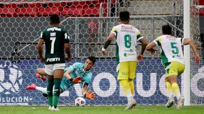 Ezequiel Unsain, una de las grandes figuras del Defensa y Justicia campeón de la Recopa Sudamericana (REUTERS/Buda Mendes)