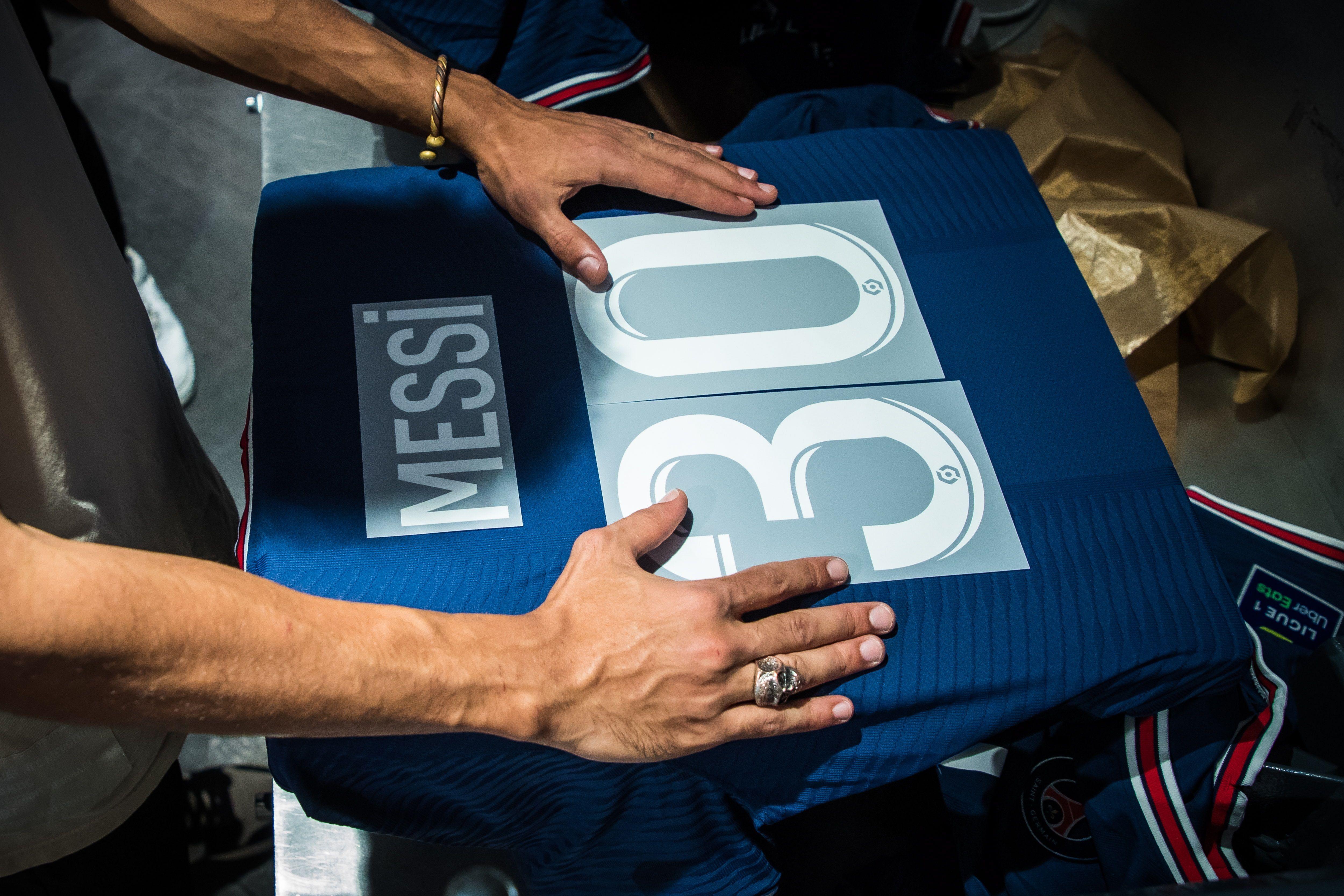 Hubo colas interminables en el store del PSG para obtener la camiseta de Messi (Foto: EFE)
