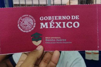 Sobre de Beca Benito Juárez (Foto: Twitter/AntonioHV13)
