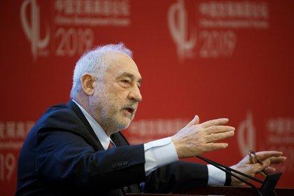 El premio Nobel Joseph Stiglitz anticipó una fuerte quita en los bonos argentinos