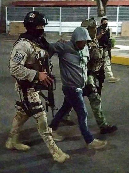 """El Ejército, junto con agentes de la fiscalía estatal lograron detener al """"Marro"""" en un operativo realizado en Juventino Rosas"""