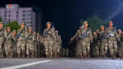 Tropas norcoreanas durante un desfile