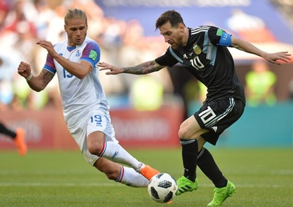 El mejor jugador del mundo versus ¿el jugador más lindo del mundo? Messi contra Gíslason, en el fallido encuentro de la Selección Argentina contra Islandia (Foto: Instagram)